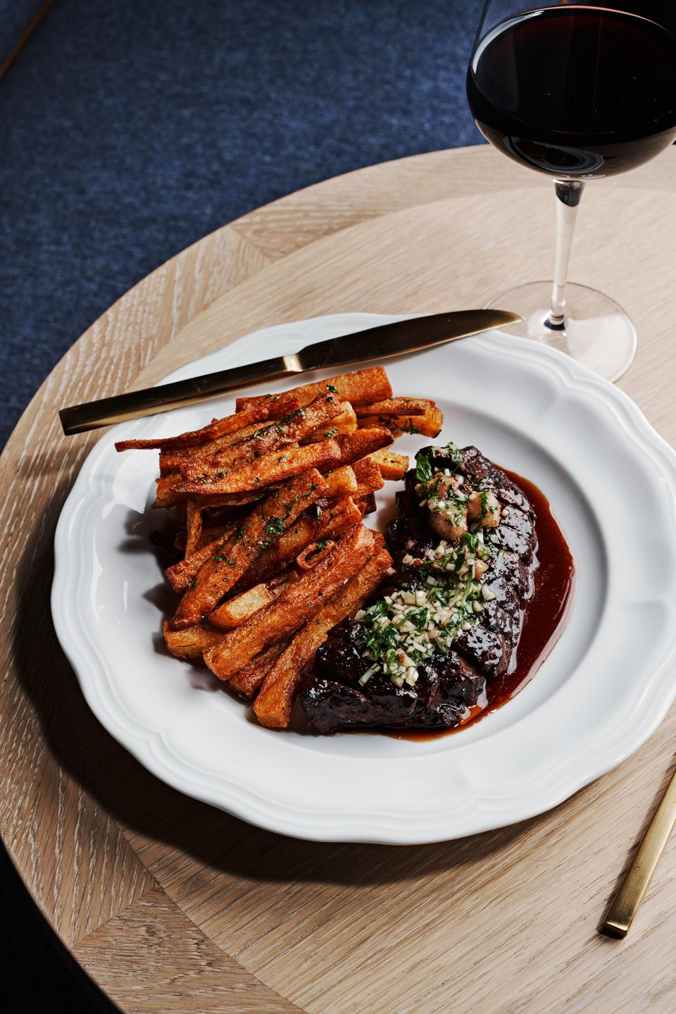 steak frites and red win