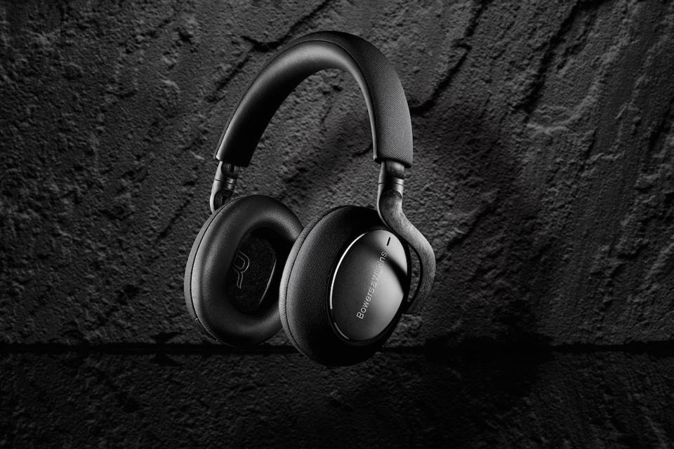 Side view of Bowers & Wilkins PX7 Carbon Edition.