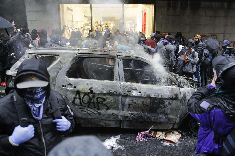 Apple Helps Fbi Track Down George Floyd Protester Accused Of Firebombing Cop Cars