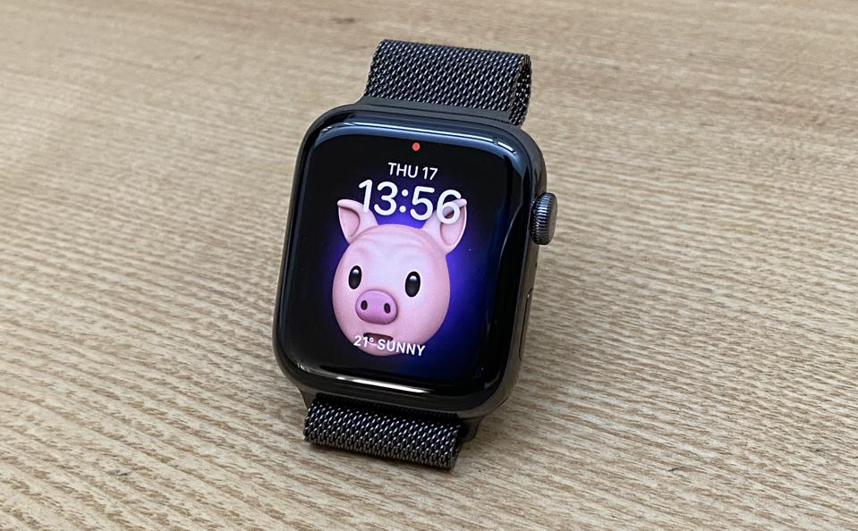 Apple Watch Series 6 in Graphite Stainless Steel finish.