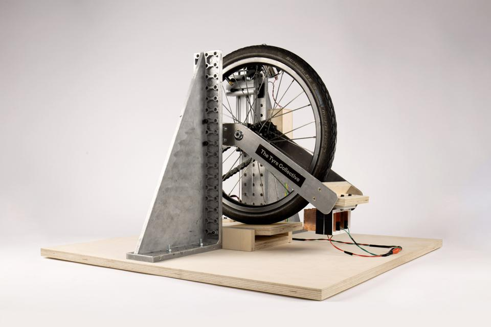 The device uses electrostatics to collect charged particles flying off the tyre.