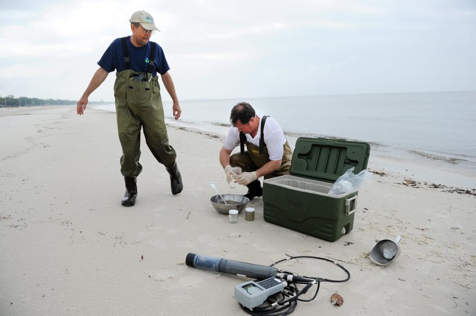3 May 2010: EPA scientists collecting baseline samples as part of BP Deepwater Horizon response.  Why did this not happen in the case of Mauritius?