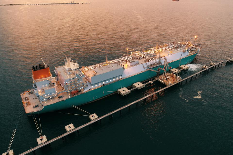 LNG transfer between ″two giant ships″