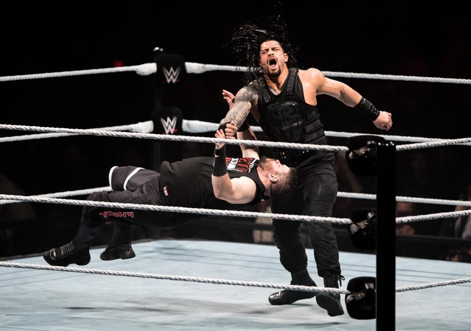 WWE Live 2017: Roman Reigns vs. Kevin Owens