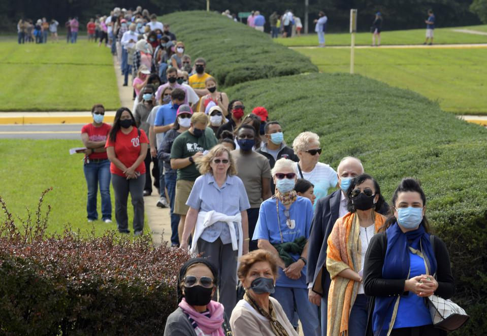 long line of voters