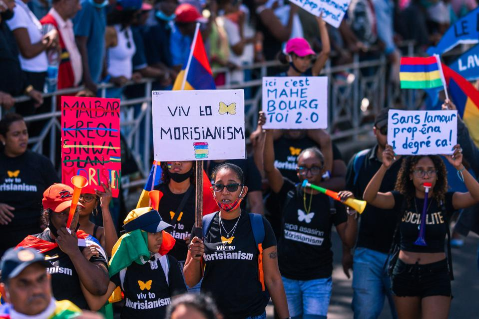 12 Sep 2020: protestors in Mahebourg, Mauritius holding up signs calling for unity among all communities and calling for a new way of governing after the Wakashio oil spill.