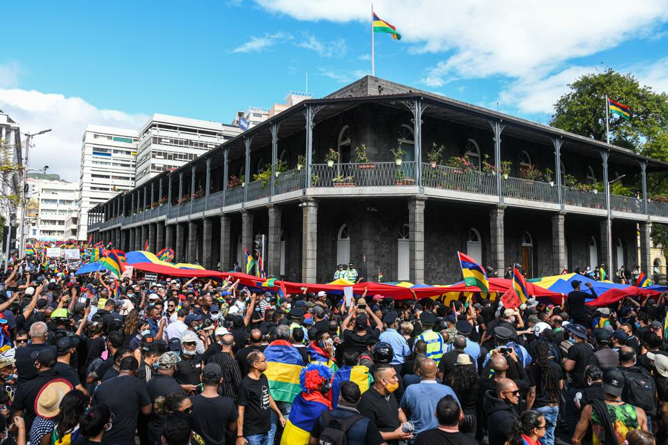 MAURITIUS-ENVIRONMENT-PROTEST-DISASTER-OIL