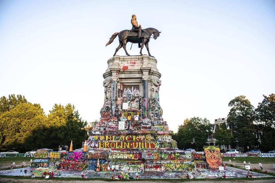 Robert E Lee Statue & Surrounding Area