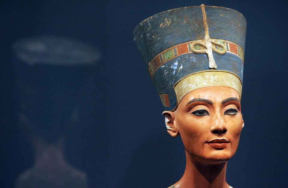 View of the bust of one of history's great beauties, Queen Nefertiti of Egypt, hosted today Berlin's Neues Museum.
