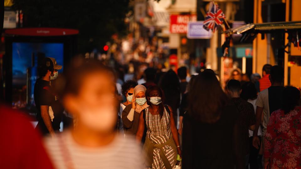London street people in face masks