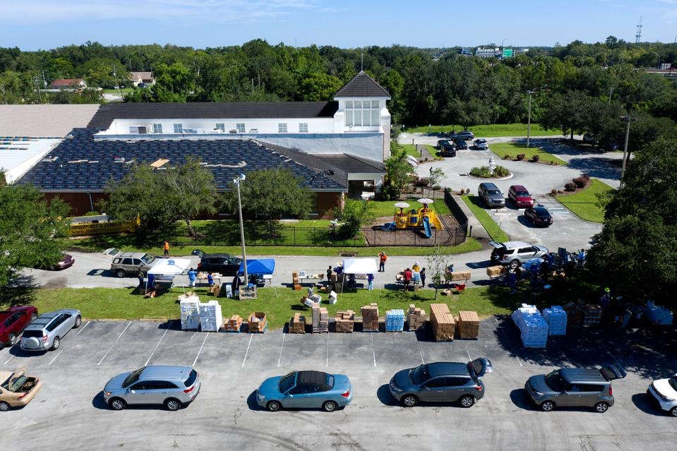 Cars form a queue as volunteers distribute food in August in Orlando, Florida.