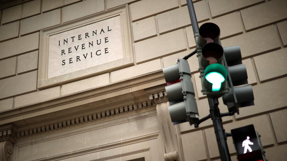 A photo of a traffic light outside the IRS headquarters.