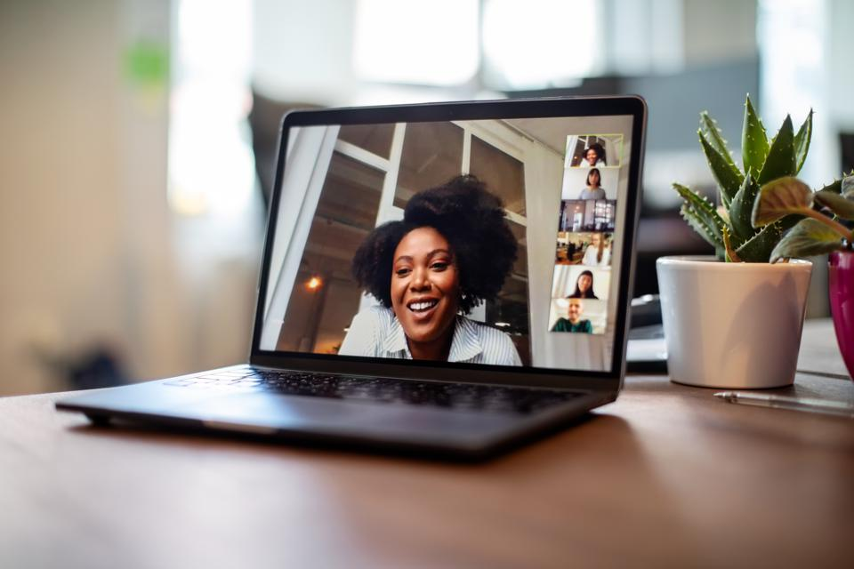 Project confidence in your online meetings.