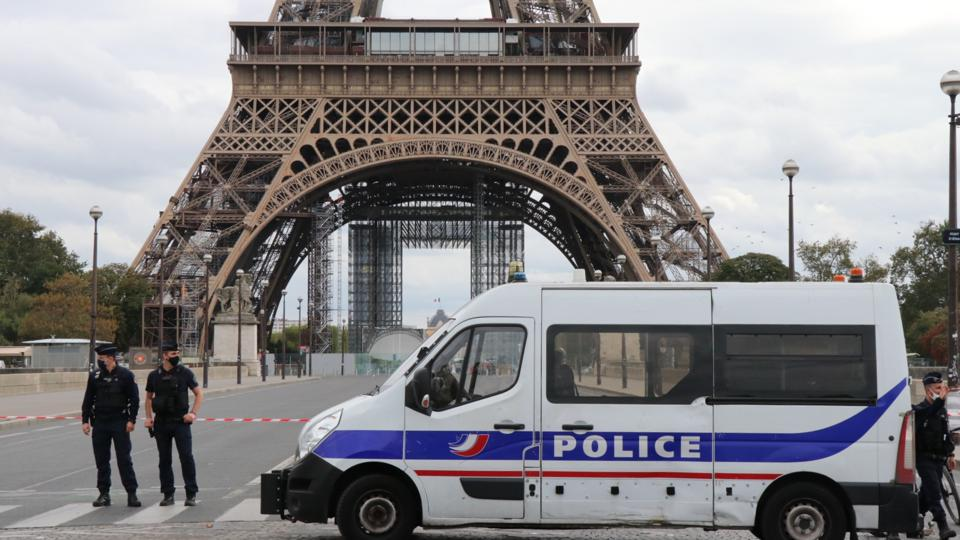 Eiffel Tower evacuated over bomb threat