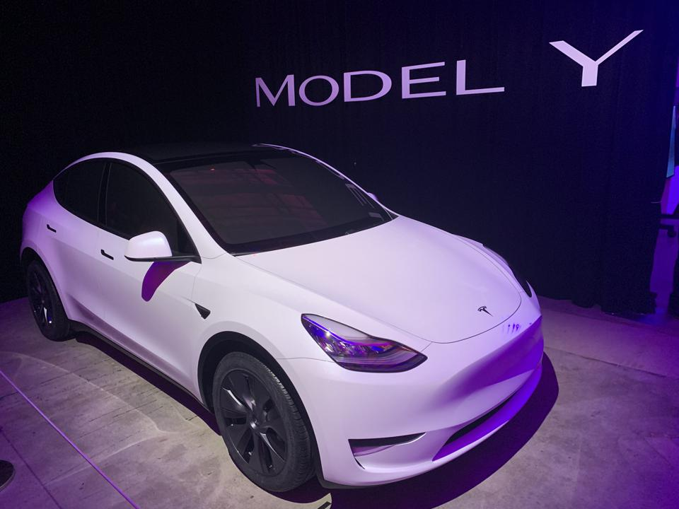The Tesla Model Y is in the sights of the Volkswagen ID.4.