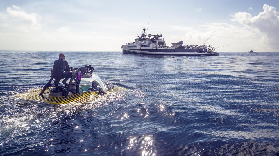 Carl Allen uses a Triton persoanl submarine among other tools to hunt for treasure in the Bahamas.