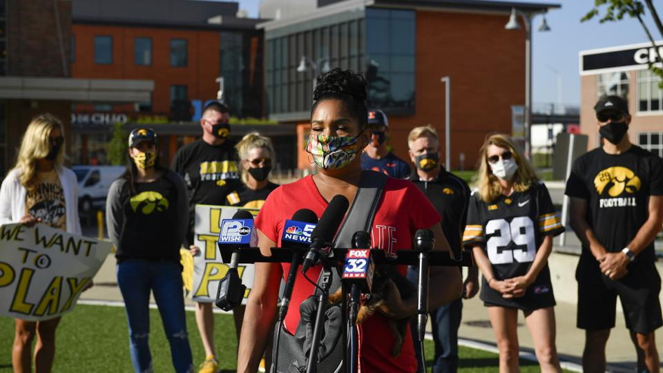 Parents of Big Ten Football Players Protest Decision to Postpone Football Season