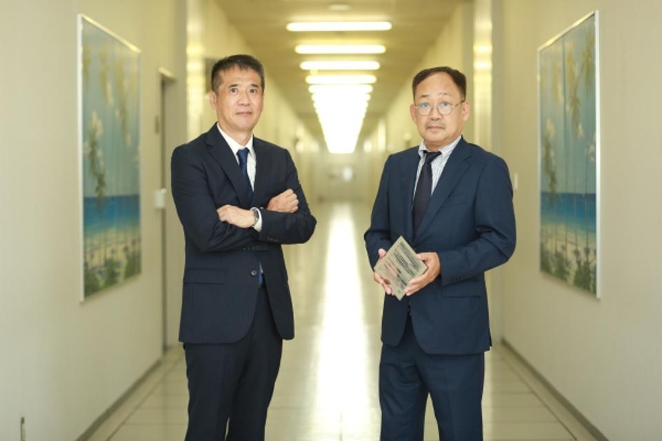 Sugimoto (L) and Yamada (R)