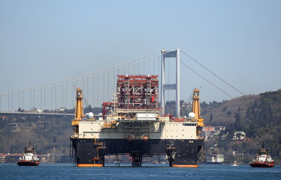 Bahama flagged oil exploration platform passes through the Bosphorus...