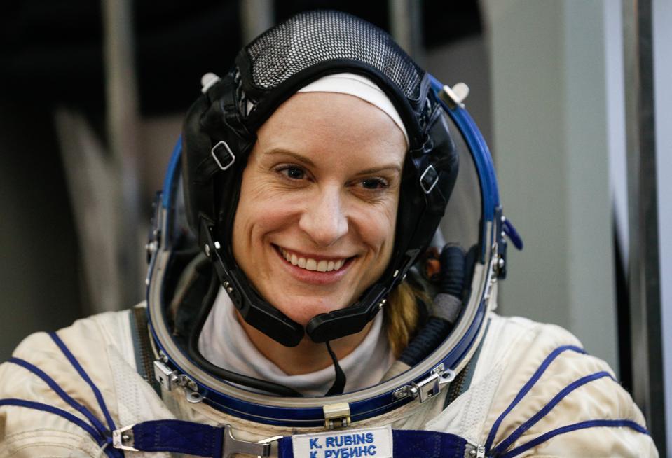 ISS Expedition 48/49 main and backup crews start examination training in Zvyozdny Gorodok, Moscow Region