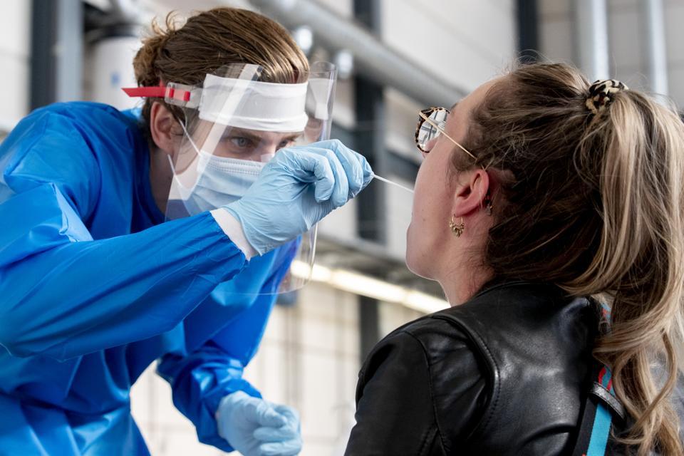 Covid-19 corona test capacity in Dutch laboratories