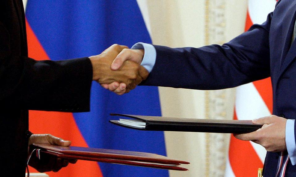 US President Barack Obama (L) and his Ru
