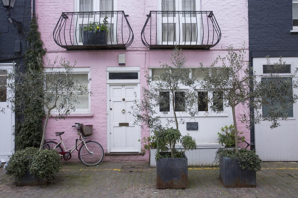 A pink House In Notting Hill London