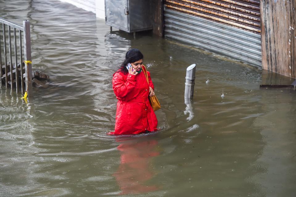 TOPSHOT-INDIA-WEATHER-MONSOON-FLOOD