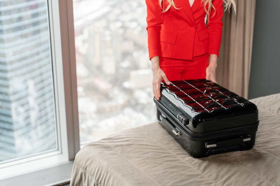 flight attendant tiktok hotel luggage hacks
