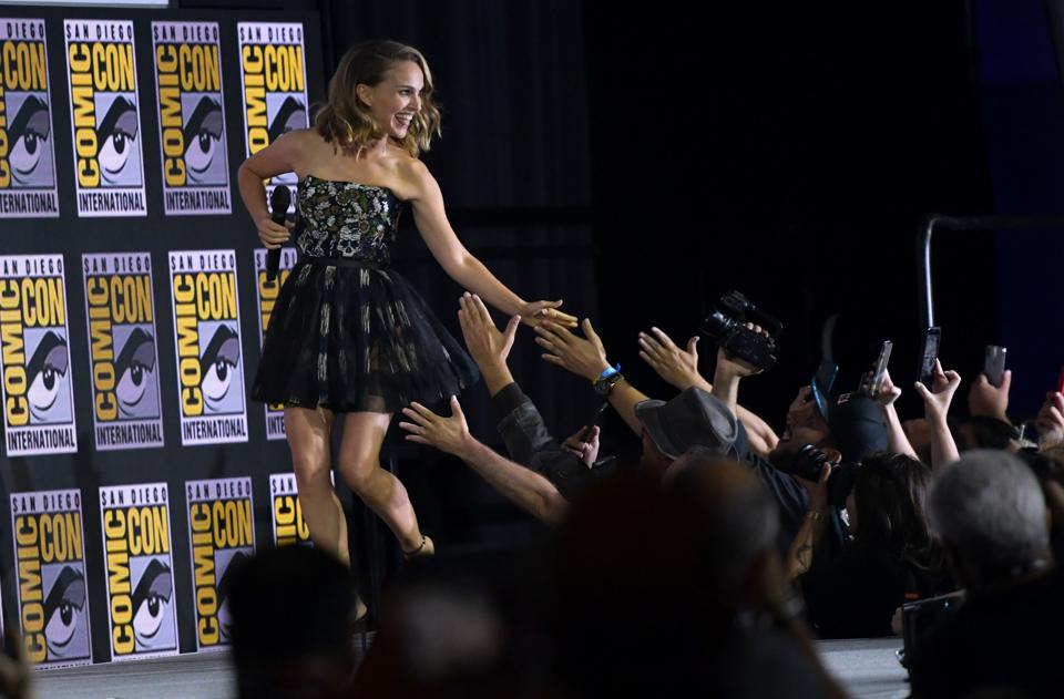 Natalie Portman at Comic-Con 2019 with fans