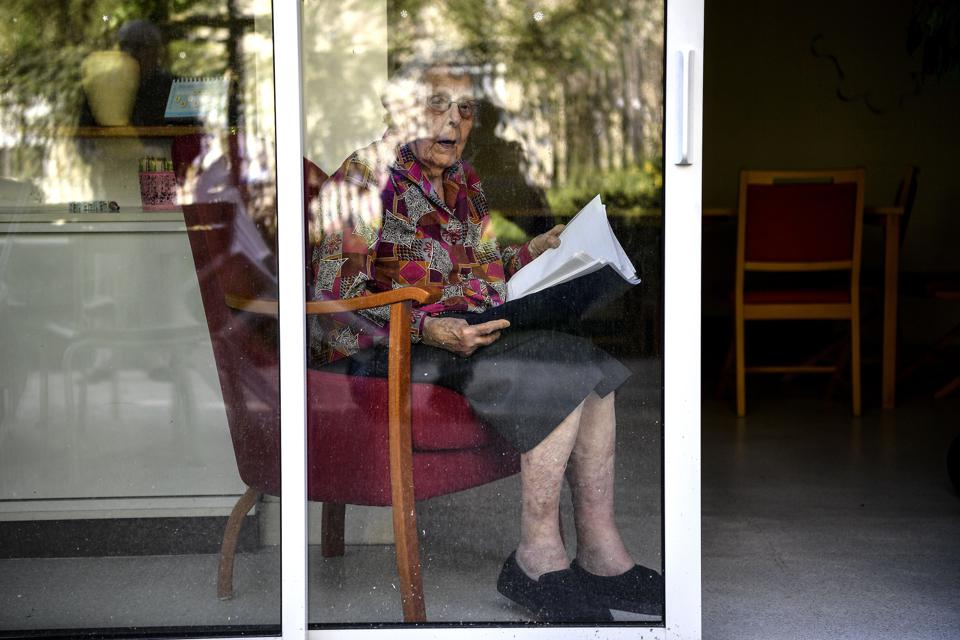 artificial intelligence predict loneliness senior citizens