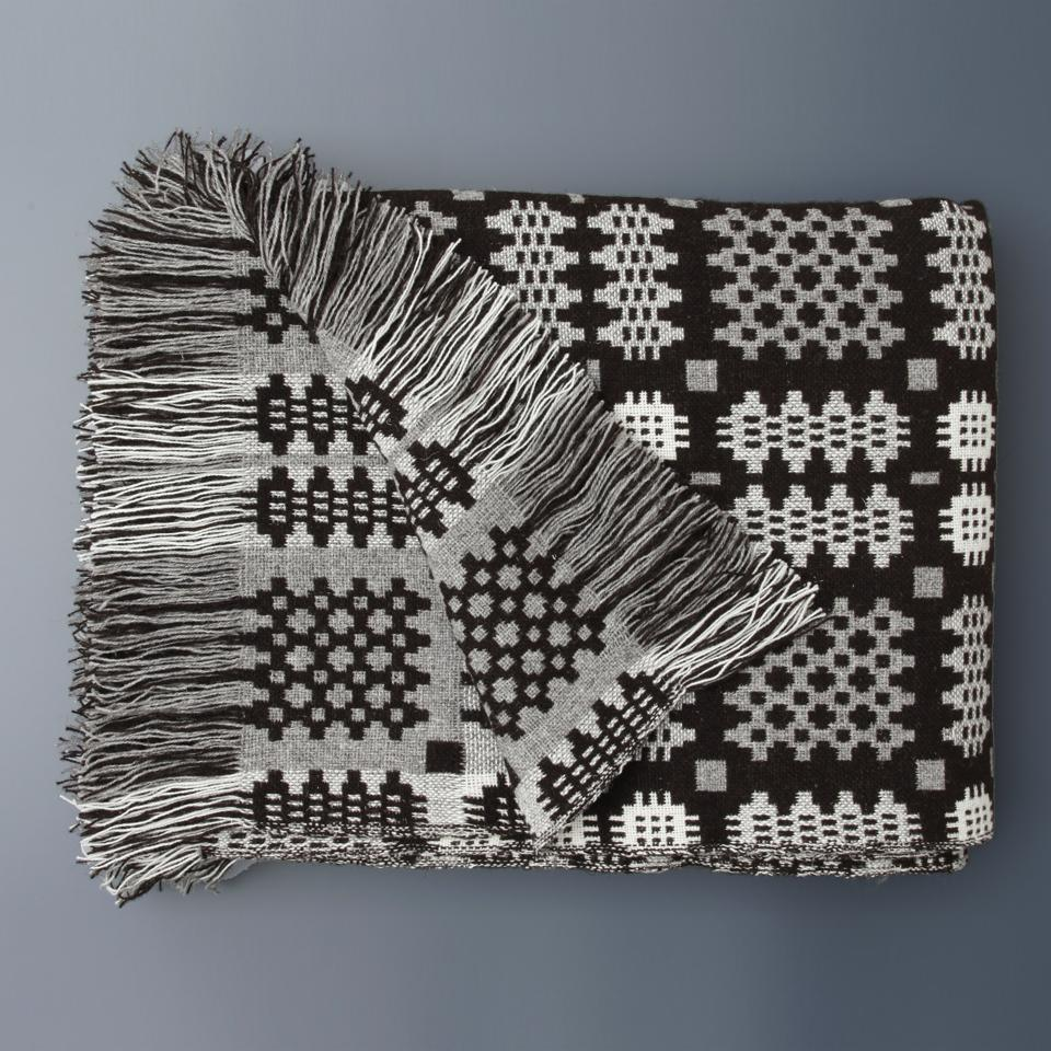 Blanket with fringes