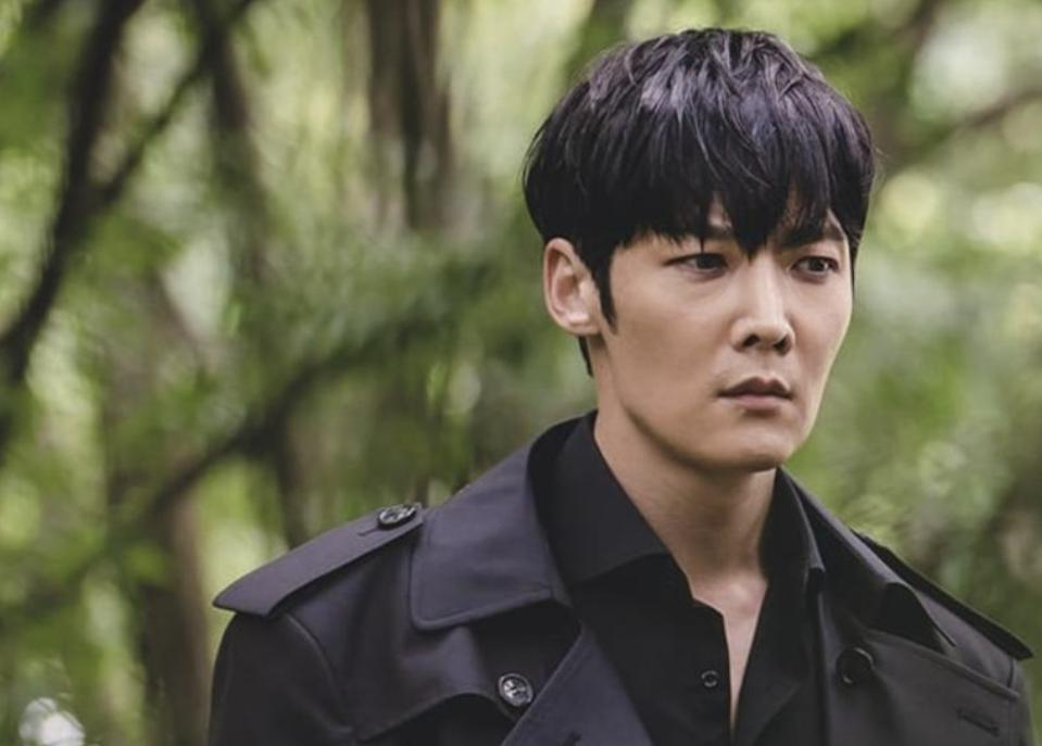 Choi Jin-hyuk's zombie character does his best to appear human in 'The Zombie Detective.'