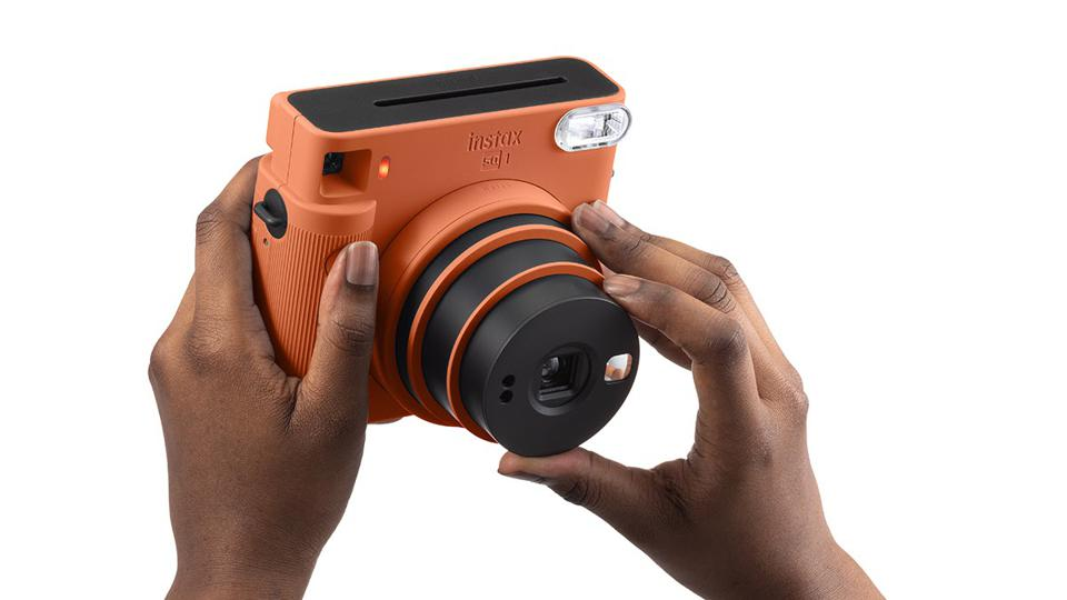On the SQ1, selfie mode is activated by twisting the lens barrel.