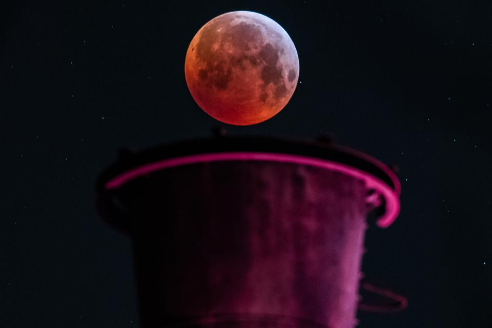 A total lunar eclipse, also known as a ″blood moon.″