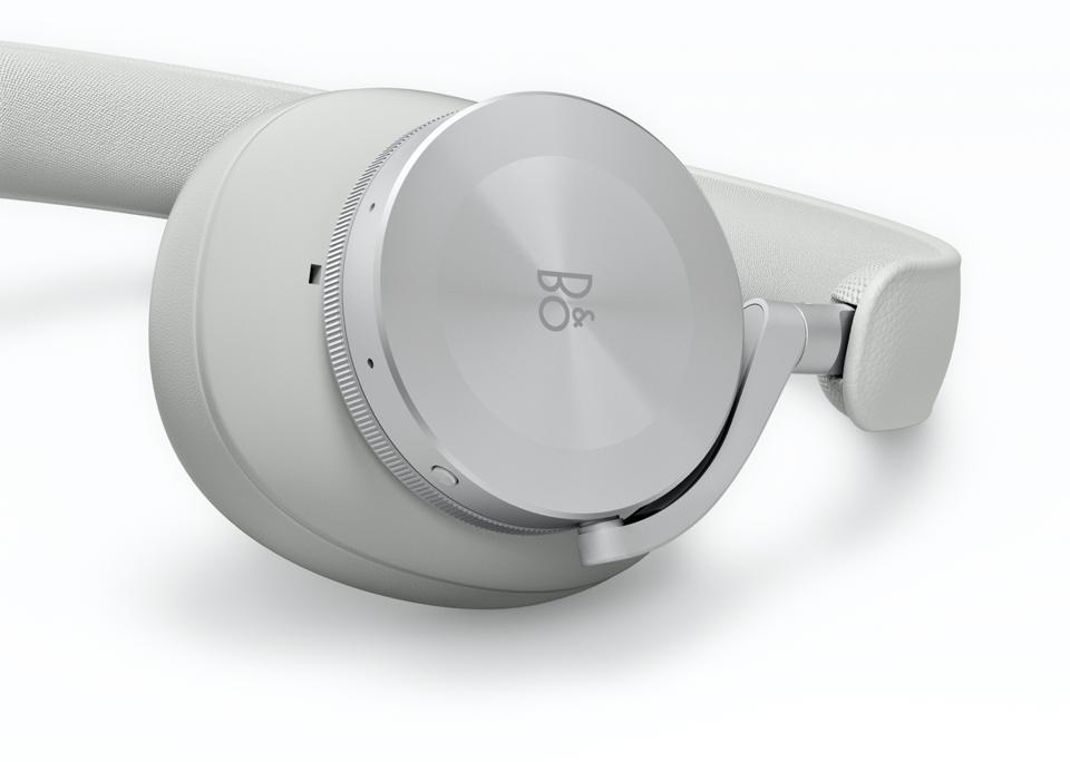 Close up of Beoplay H95 left earcup