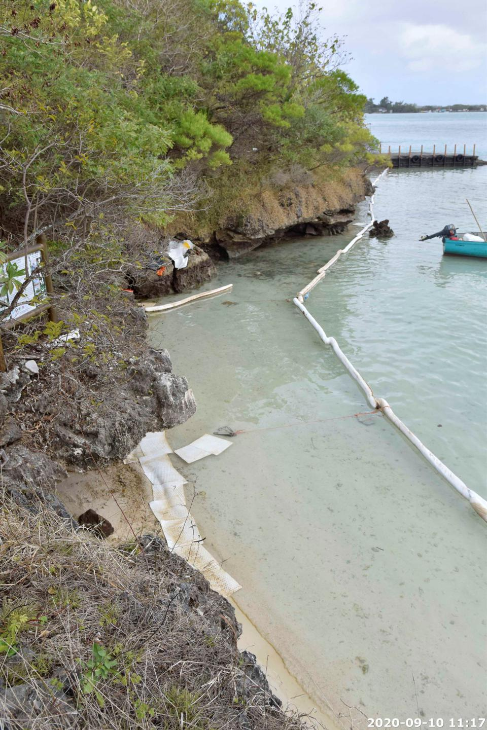 10 Sep 2020: a secondary barrier was placed around the coast of Ile aux Aigrettes during the clean up operations to prevent oil being washed back into the lagoon and causing pollution elsewhere.