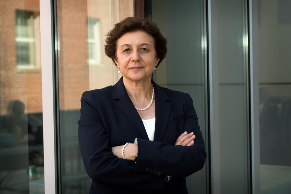 Photo of Dr. Annamaria Lusardi