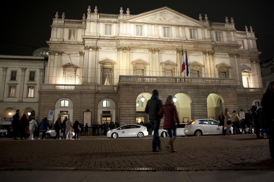 Night view of the Teatro Alla Scala.