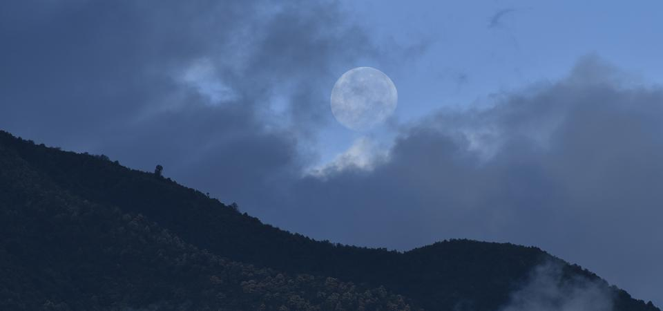 After the full Moon you need to look to the west for a daytime Moon in themorning, as seen here from Kathmandu, Nepal on Thursday, August 06, 2020.