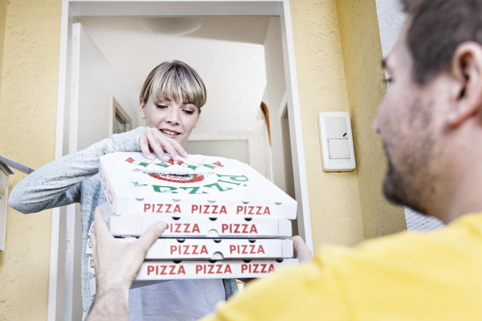 89-year-old pizza deliveryman, Derlin Newey, received a surprise delivery of his own when one of his customers stopped by his home and presented him with an envelope filled with $12,000 in crowdsourced tips