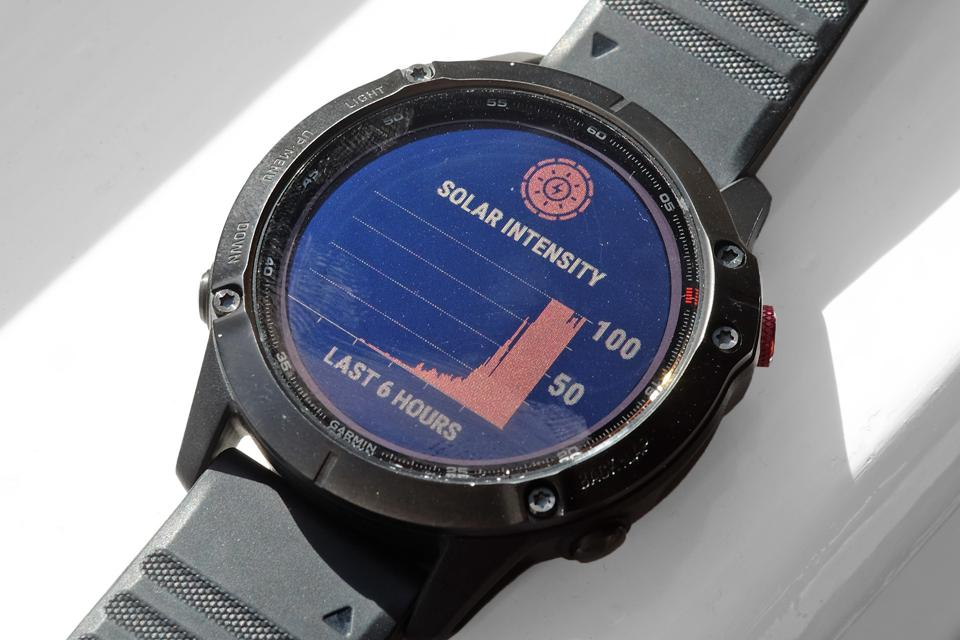 A photo of the Garmin Fenix 6 Pro Solar's charging display.