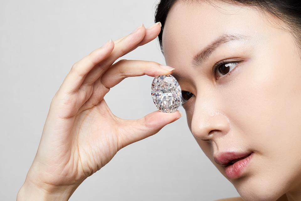 102.39-carat D-flawless oval diamond sold in a single-lot auction for $15.6 million
