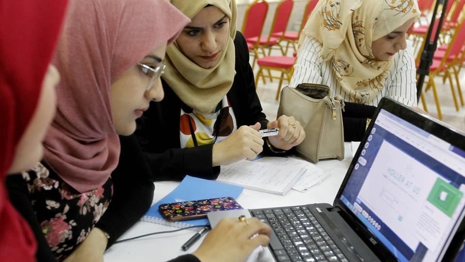 IRAQ-TECHNOLOGY-ECONOMY-EMPLOYMENT-SOCIETY