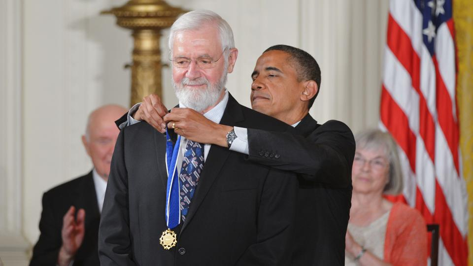 Dr. William Foege receives Presidential Medal of Freedom