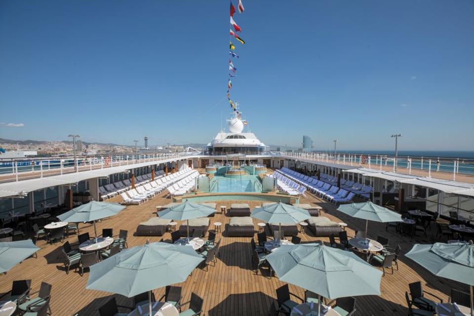 pool deck on Regent Seven Seas Mariner