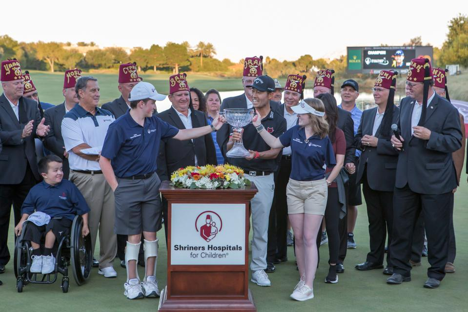 GOLF: OCT 06 PGA - Kevin Na accepts winning trophy at Shriners Hospitals for Children Open