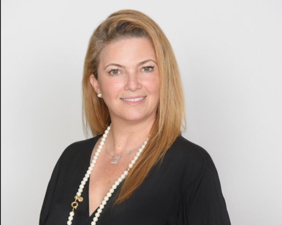 portrait of businesswoman Gaby Ghorbani