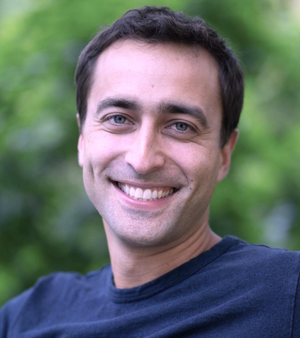 Headshot: Daniel Rodriguez, CMO of Simplr