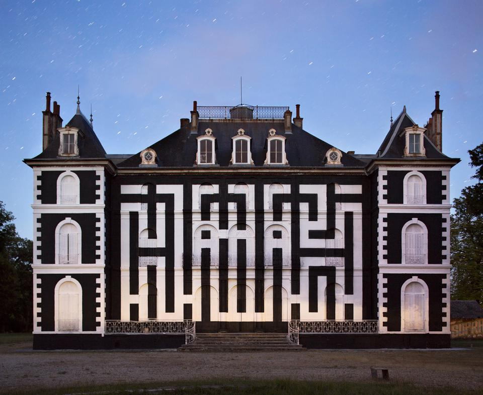 L'Atlas painted his logo in black and white on the façades of the Chateau de La Valette in north-central France last June for the third edition of a summer music and street art festival, LaBel Valette